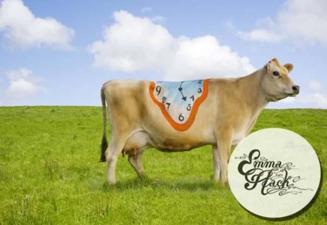 a99083_animal-canvas_6-cows-1