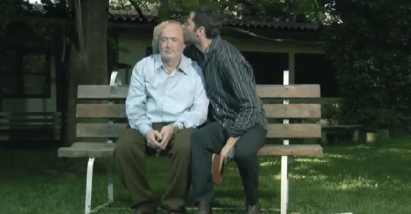 """หนังสั้นที่สะท้อนความรักสุดยิ่งใหญ่ของพ่อด้วย """"นกกระจอก"""" เพียงตัวเดียว"""