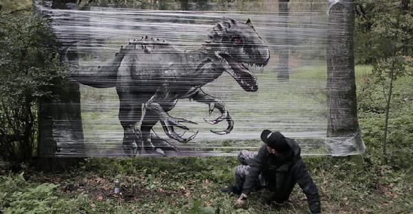 ศิลปินสร้างสรรค์ศิลปะภาพสัตว์บนพลาสติกจนได้ผลงานน่าทึ่ง