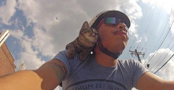 เขาพิสูจน์ว่าแม่คิดผิดที่บอกไม่มีทางเอาแมวมาปั่นจักรยานด้วยได้ สุดท้ายกลายเป็นขวัญใจคนทั้งเมือง!!!