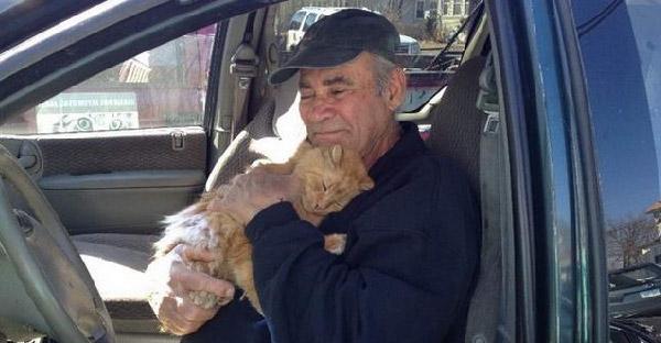 เรื่องราวของคุณปู่วัย 77 กับเหล่าแมวข้างถนน ที่เขาเลี้ยงมายาวนานกว่า 22 ปี